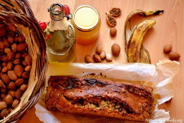 Sicily scented banana bread, al miele, fichi secchi, mandorle e olio d'oliva