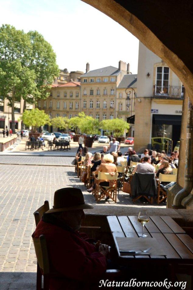 place_saint_louis_arches_homme