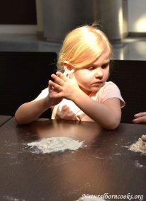 atelier_cucina_naturale_bambini_farina_acqua