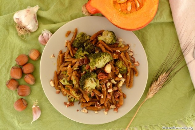 gnocchi_lunghi_broccoli_noccioline