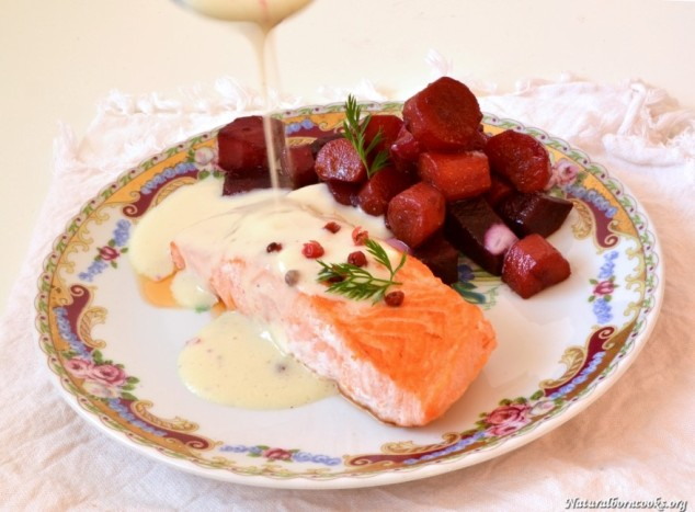 pavè_salmon_velouté_pear_pinkpepper_spoon